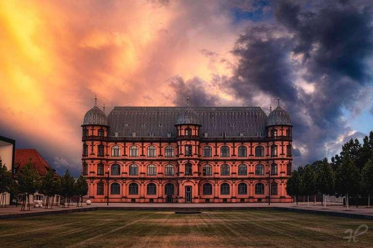 Sonnenuntergang beim Schloss Gottesaue in Karlsruhe