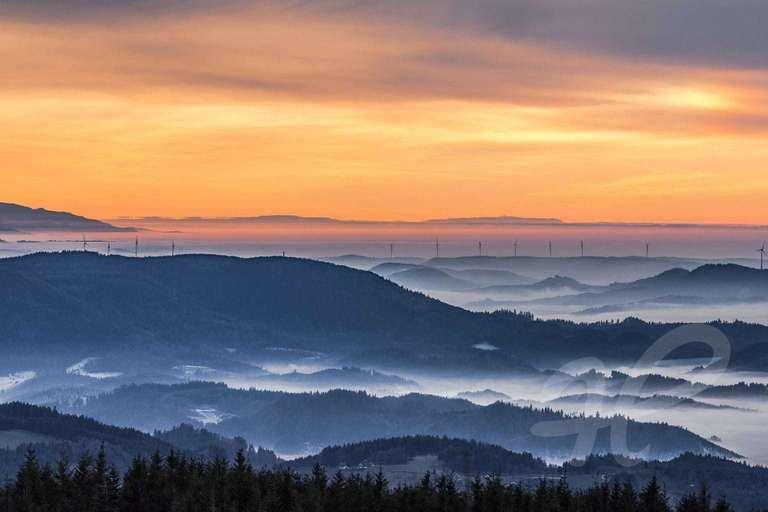 Mystischer Schwarzwald - Ein Foto von Fotografin Evi Seeger aus Bühl. Das Foto das den nebelverhangenen Schwarzwaöd zeigt bietet Heimatfotos als hochqualitatives Wandbild in unterschiedlichen größen und auf unterschiedliche Materialien gedruckt an