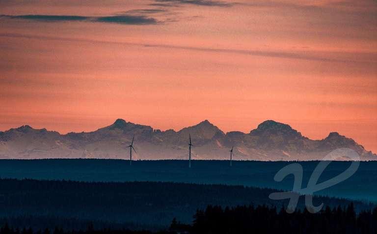 Blick von der Hornisgrinde zu den Alpen