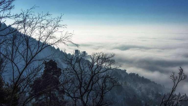 Burg Windeck im Nebel