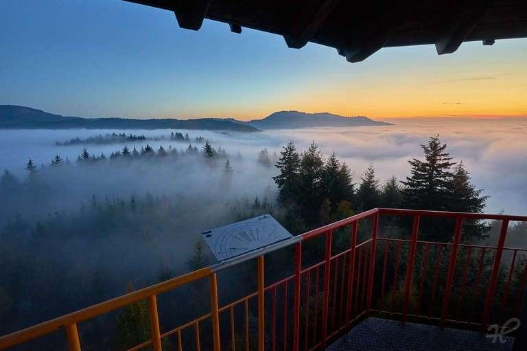Geigerskopfturm bei Nebel