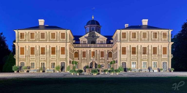 Schloss Favorite bei Nacht