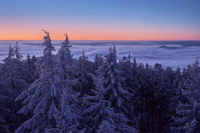 Sonnenaufgang im Winter auf dem Brandenkopfturm
