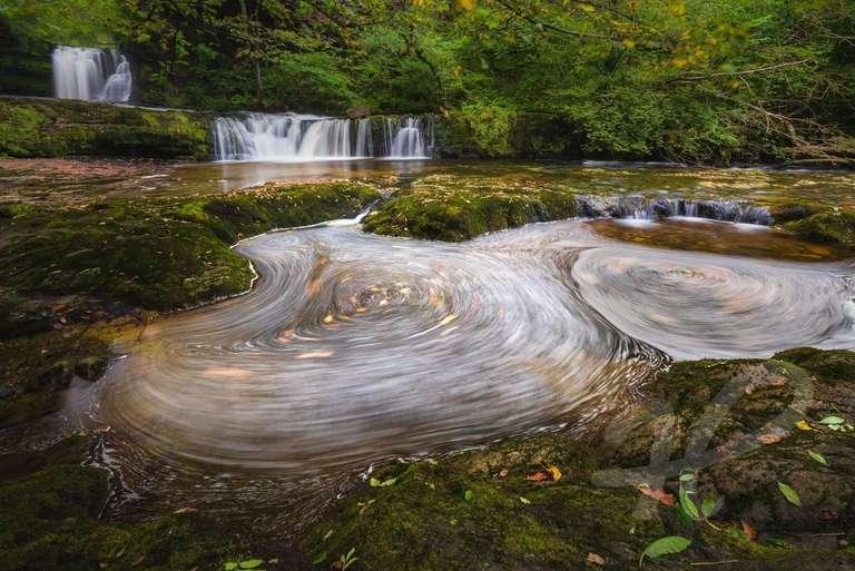 Wasserfall mit Schaumkreisel