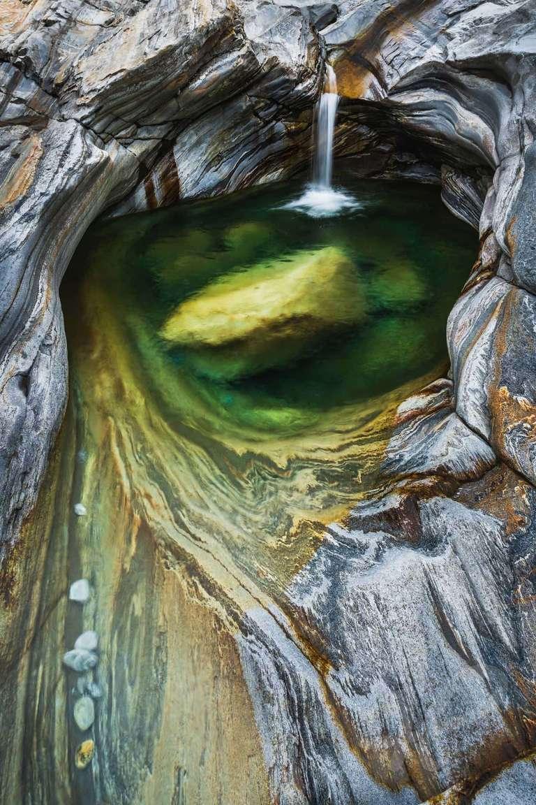 Wasser und Felsen