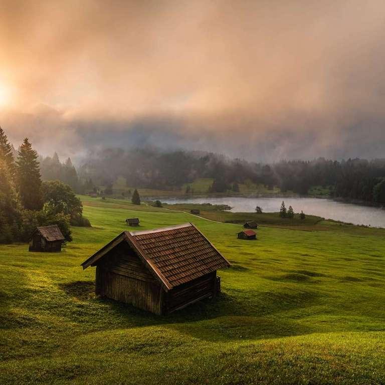 Nebel am Geroldsee - Ein Wandbild aus Bayern von Fotograf und Heimatlicht Stefan Imig - Landschaftsfoto einer Alm in den Bayerischen Alpen