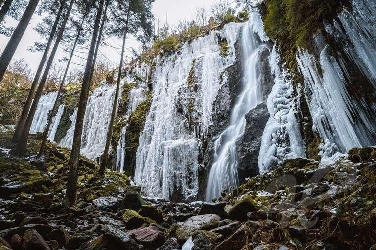Burgbachwasserfall in Eis