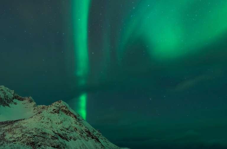 Nordlichter über dem Meer in Senja, Norwegen V