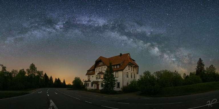 Hotel Alexanderschanze mit Milchstraße