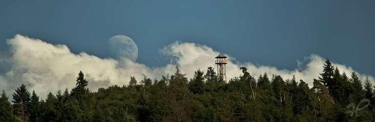 Geigerskopfturm Mondaufgang