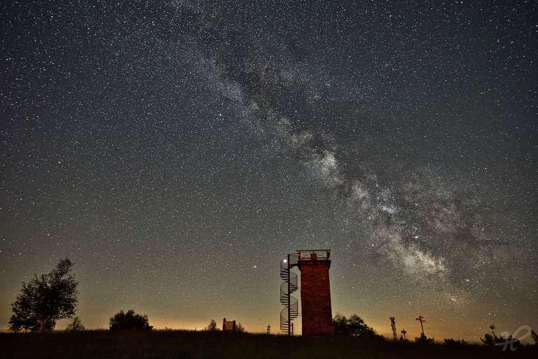 Hornisgrindeturm mit Milchstrasse, Jupiter auf der Leiter und Saturn