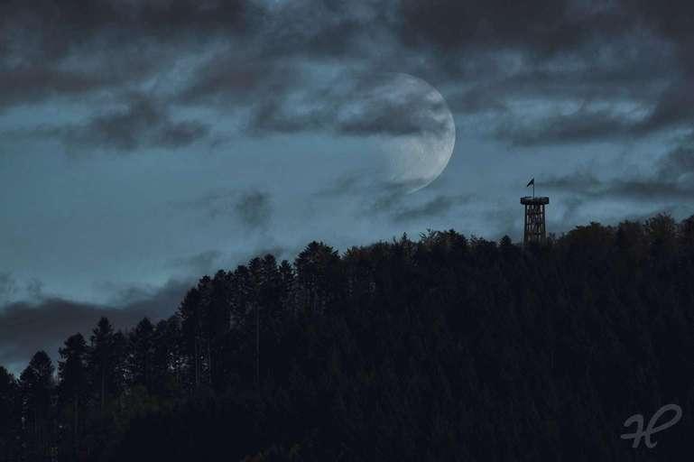 Urenkopfturm Haslach Mondaufgang  Version 4