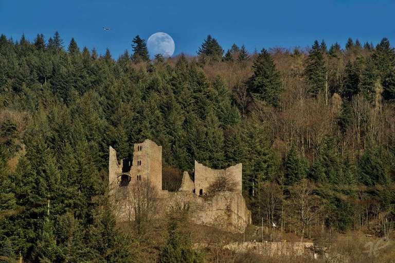 Mondaufgang hinter der Schauenburg