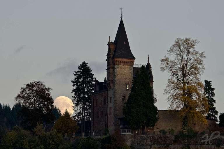 Burg Rodeck Mondaufgang