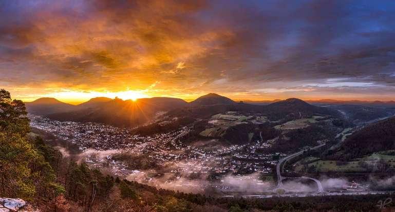 Sonnenaufgang über Annweiler