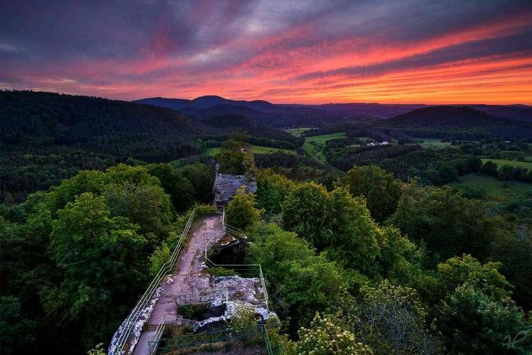 Abendrot über Burg Drachenfels