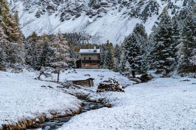 Einsames Haus in den Bergen