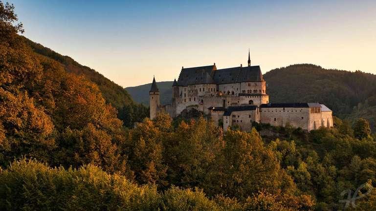 Sonnenaufgang am Schloss in Vianden