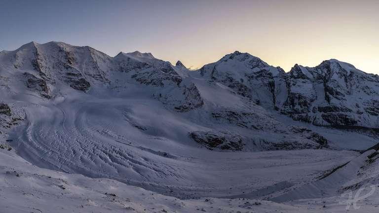 Gletscherpanorama zur blauen Stunde