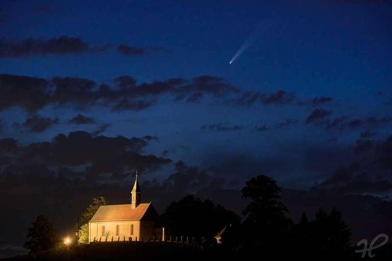 Kapelle Gengenbach mit Neowise Komet