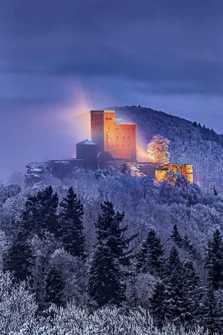 Burg Trifels im Schnee