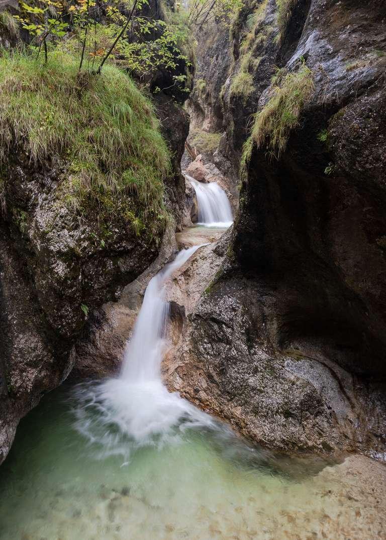 Gebirgsbach in den Alpen 1 - Ein Wandbild aus Bayern von Fotografin und Heimatlicht Petra Haidn - Ein Bach stürzt sich in den Bayerischen Alpen (Berchtesgadner Land)tosend von Becken zu Becken ins Tal