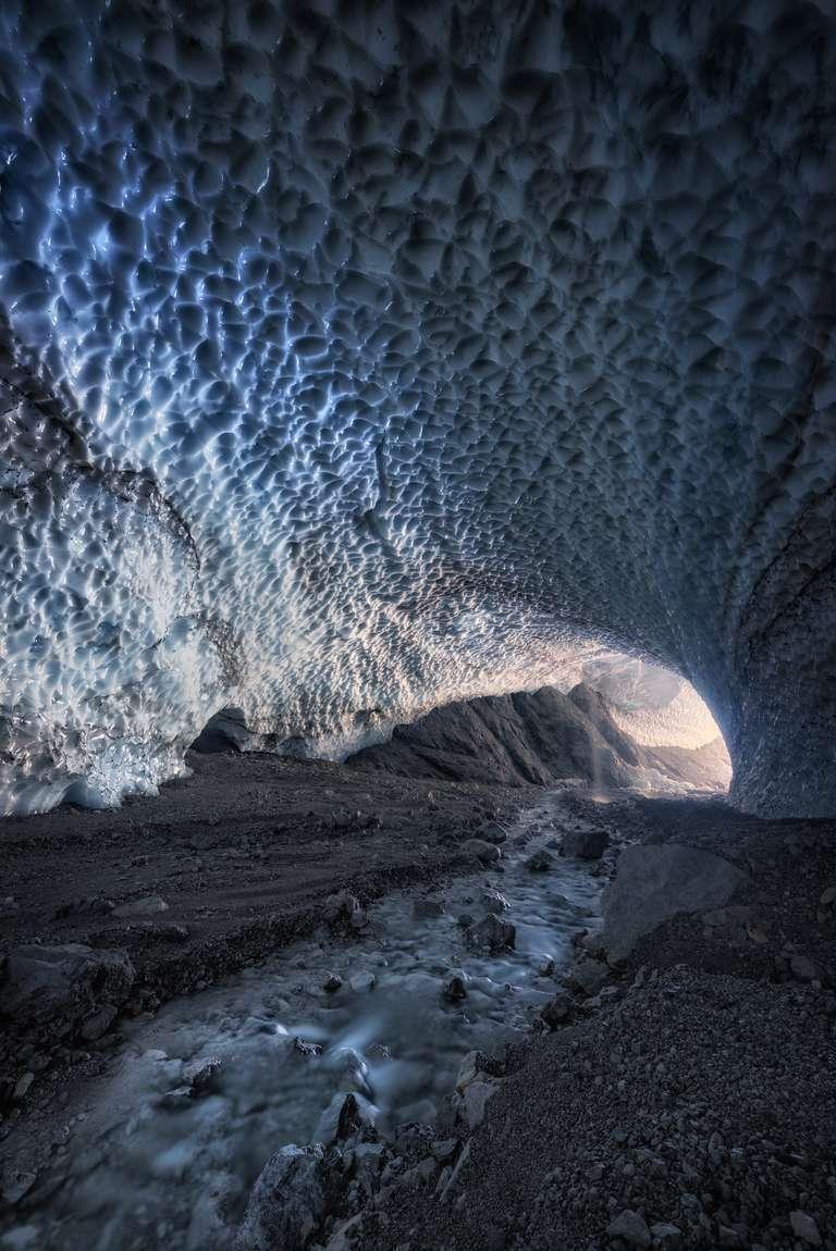Gletscherfluss unter dem Eis