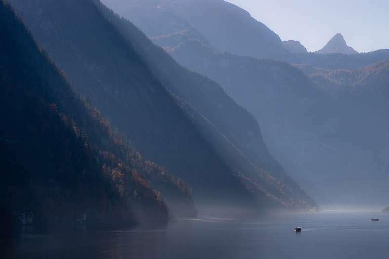 Nebelstrukturen auf alpinen See