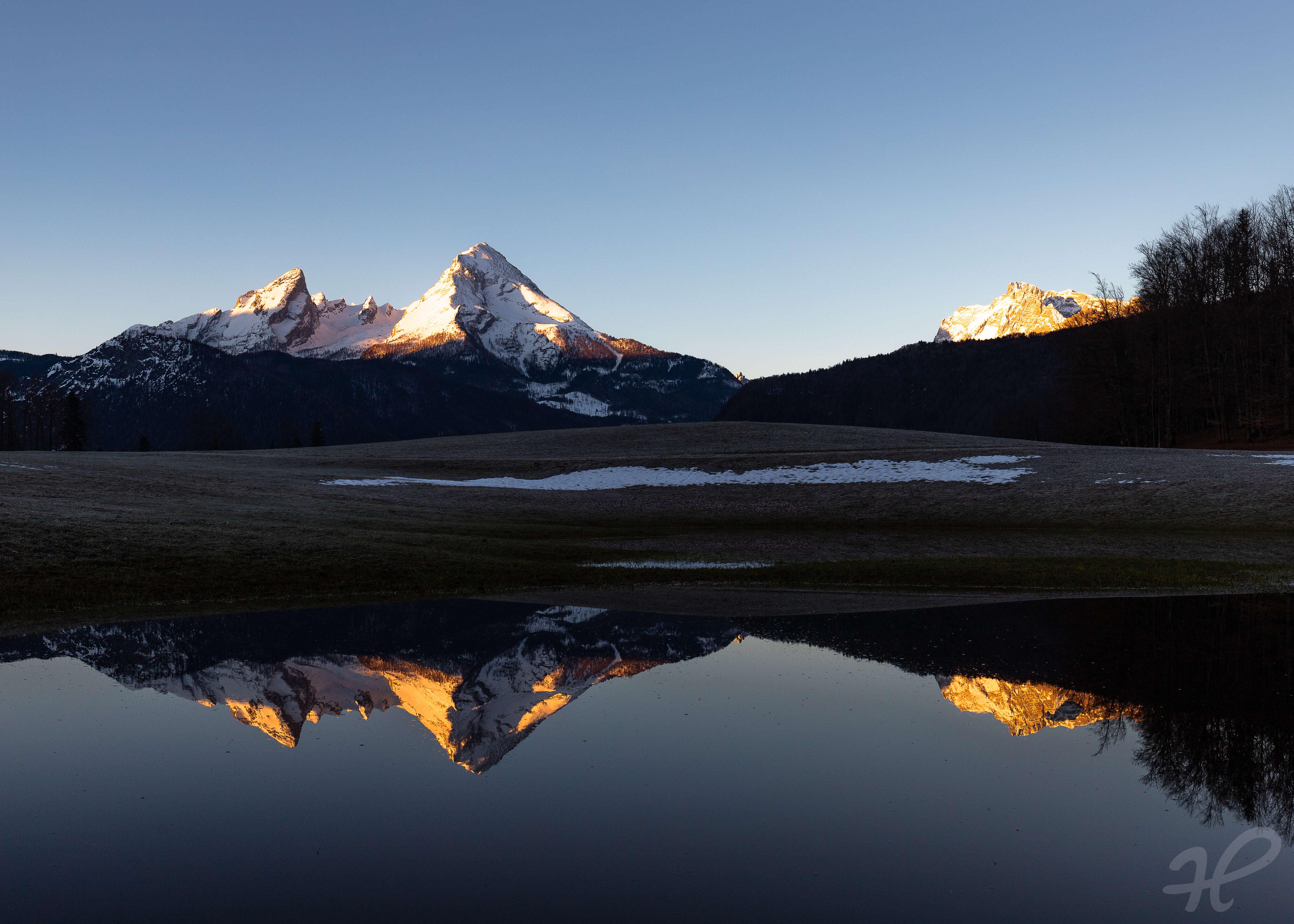 Watzmann gespiegelt im Sonnenaufgang