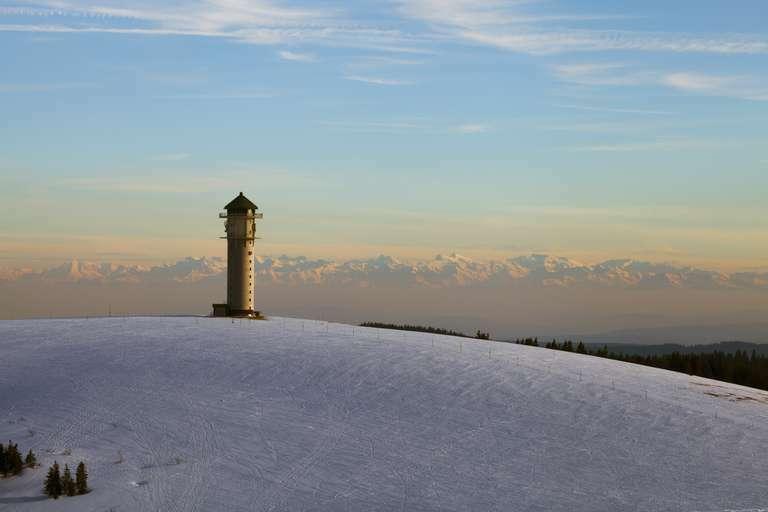 Feldbergturm mit Alpensicht