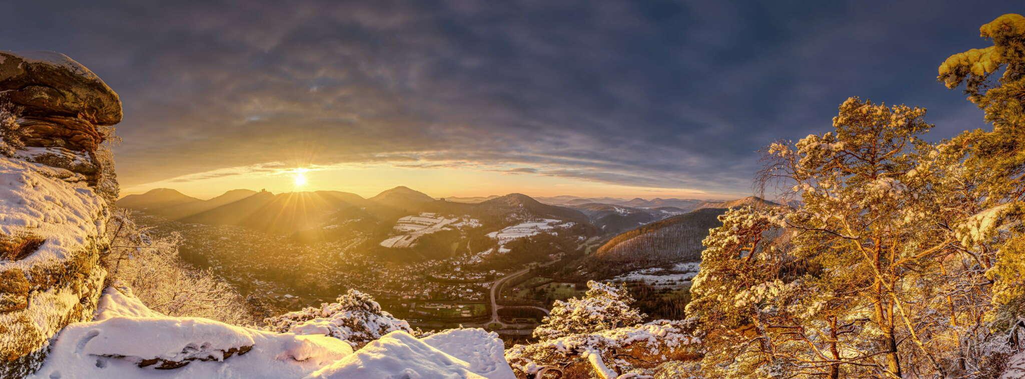 Winterlicher Sonnenaufgang über Annweiler 2