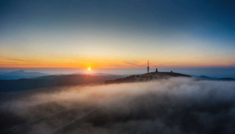 Sonnenuntergang über Nebel beim Feldberg