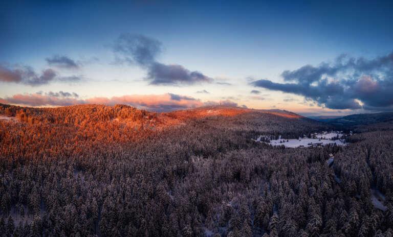 Winterlicher Sonnenuntergang im Schwarzwald