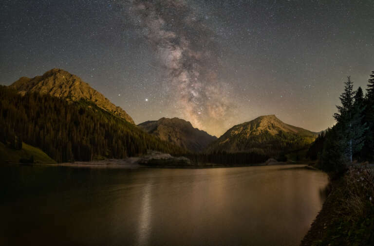Berge unterm Nachthimmel